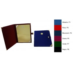 Mapa din plus, cu buton si locas de emblema (0 5cm) pe exterior, chenar si doua coltare transparente pentru fixarea diplomei A4
